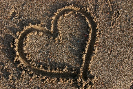 http://files.myopera.com/munish20/albums/3129031/heart-in-sand-christianphotosnet.jpg
